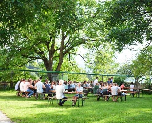 Berghof - Mittagessen unterm Walnussbaum