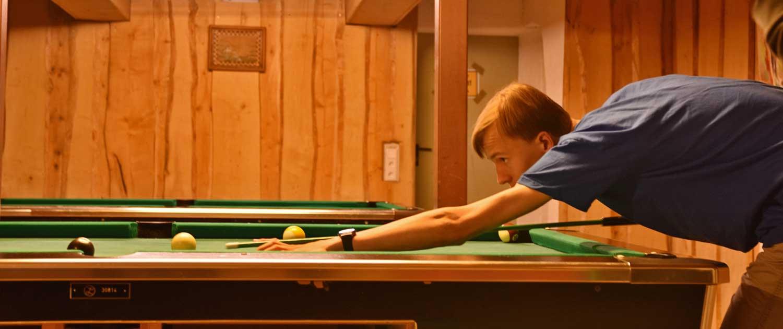 Jugendhaus mit Billiardkeller