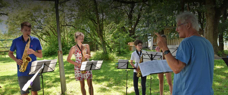 BigBand-Probe im Gastgarten vom Jugendhaus Agatharied