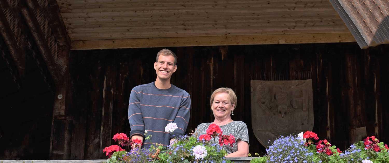 Mitarbeiter vom Berghof Agatharied am Balkon