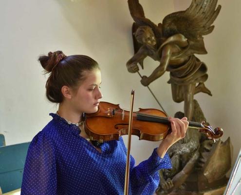 Geigenspielerin am Berghof Agatharied