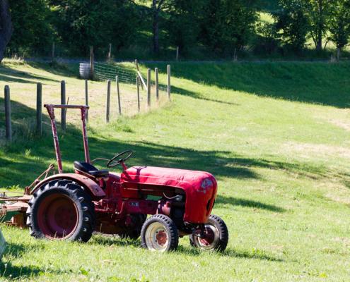 Jugendhaus Berghof - alter Porsche-Traktor, noch im Einsatz