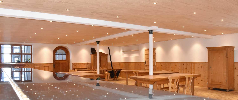 Jugendhaus Berghof Saal mit Akustikdecke